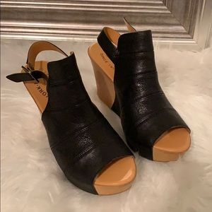 Kork-ease black wedges